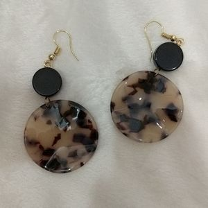 Circle tortoise print earrings